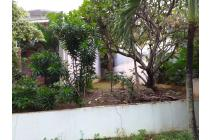 Rumah mungil depan taman,Bentuk tanah lebar didepn.kecil diblk