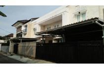 Rumah Mewah Furnish dengan Kolam Renang di Jalan kesehatan Bintaro