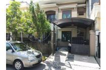 Rumah Terawat One Gate System Wiguna Tengah Regency