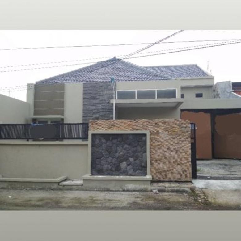 Surabaya. Bonus Semi perabot.Pusat/tengah kota kondisi Renov