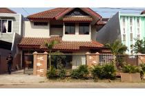 TP! Rumah di perumahan elit di Pulo Gebang, Jakarta Timur