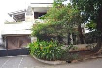 Dijual rumah nyaman ada taman di Pondok Indah, Jaksel