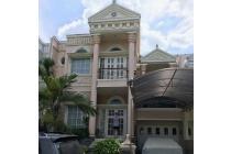 Rumah ROW Jalan Lebar! Semi Furnish! Model Klasik Modern! Harga Terjangkau