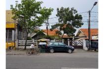 Rumah strategis di jalan Raya Rungkut Madya, Surabaya