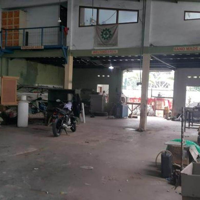 Bangunan Cocok untuk Kantor, Gudang, Mess, Ruang Usaha di Moh Toha Mainroad dekat Gerbang Tol