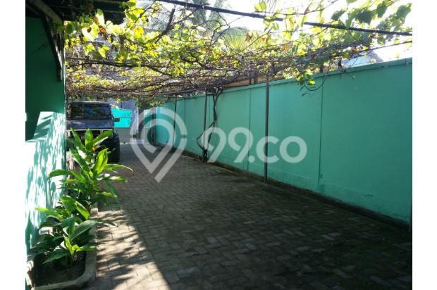 Tampak pintu gerbang ke belakang munuju rumah induk 4602928