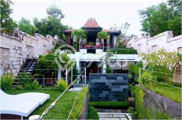 villa dengan kolam renang pribadi view pantai parangtritis