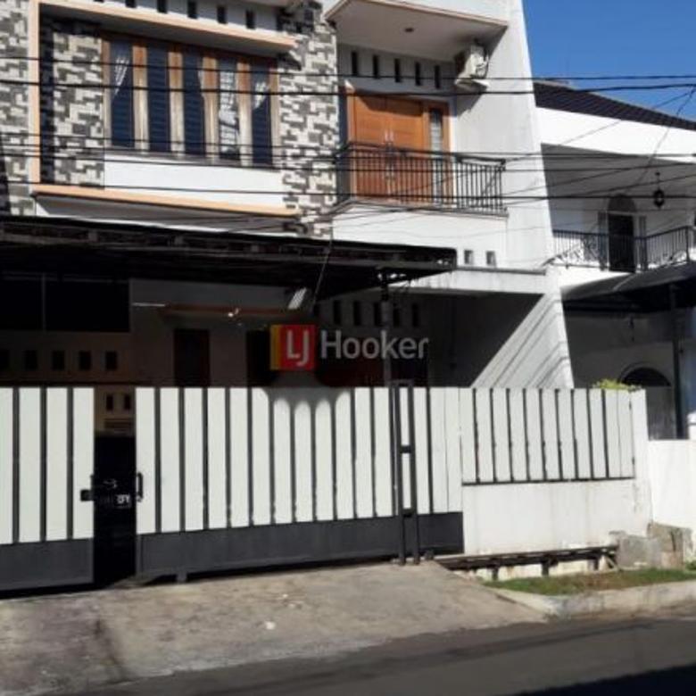 Rumah 3 Lantai Di Jalan Summagung, Area Kelapa Gading