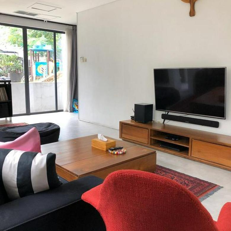 Rumah dalam Komplek Ozone Residence di Bintaro Jakarta Selatan