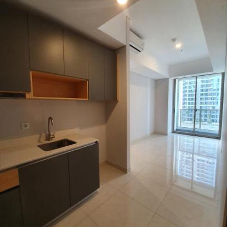 Taman Anggrek Residences, Suite 2BR Semi Furnished Lantai Sedang View Pool, Taman Anggrek, Jakarta Barat
