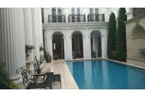 Rumah Mewah dengan Konsep Klasik di Pondok Indah