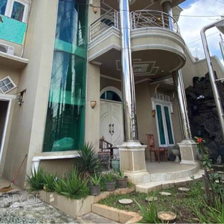 Rumah mewah di Bumi Panyawangan Real Estate Bangunan terawat