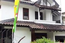 Rumah di Cilandak, Di Hoek, Bisa Disewa Sebagai Kantor, 4 KT, Luas 246 m2
