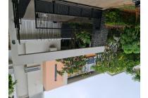Rumah mewah di PIK ada swimming pool dan lantai marmer
