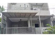 Rumah minimalis di Mulyosari Tengah sudah Granit+ galvalum