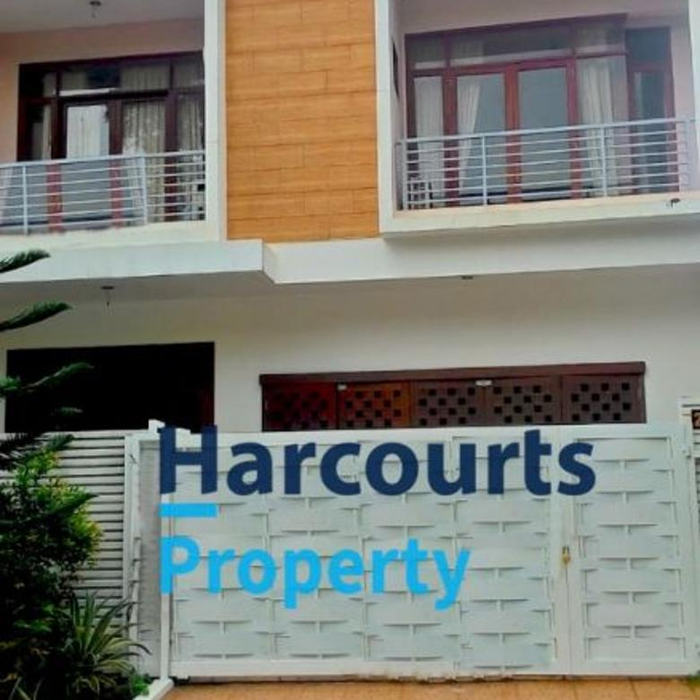 Rumah Cantik 2 Lantai Area Pondok Indah