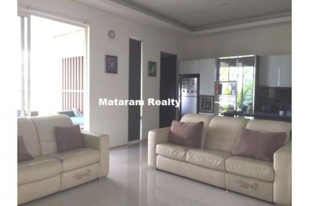 Rumah Lux yang Hommy desain modern minimalis full furnished siap huni 12777759