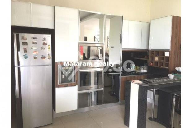 Rumah Lux yang Hommy desain modern minimalis full furnished siap huni 12777760