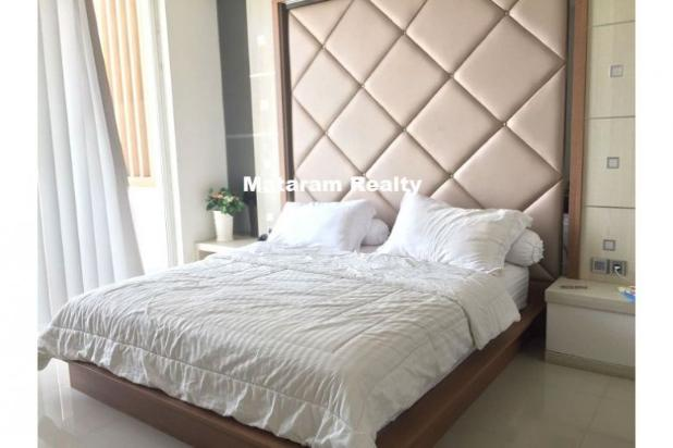 Rumah Lux yang Hommy desain modern minimalis full furnished siap huni 12777761