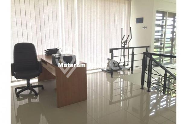 Rumah Lux yang Hommy desain modern minimalis full furnished siap huni 12777771