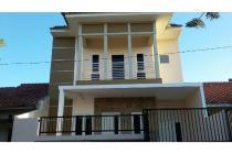 Rumah minimalis 2 lantai B Palma lantai granit