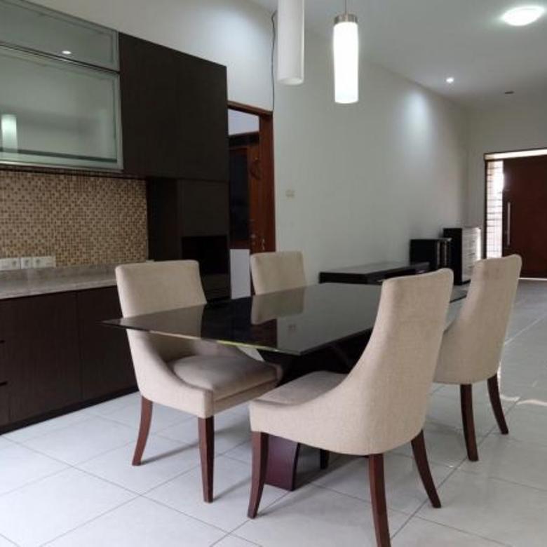 Rumah Minimalis Siap Pakai di Taman Holis Indah 2 dekat Kopo,