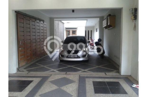 Dijual Rumah second 2 lantai dengan harga di bawah pasaran 12298944