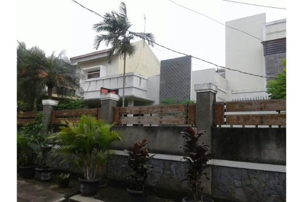 Dijual Rumah second 2 lantai dengan harga di bawah pasaran 12298945
