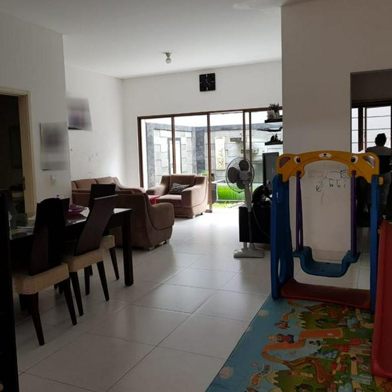 Rumah Cantik di Cluster Zebrina Jakarta Garden City