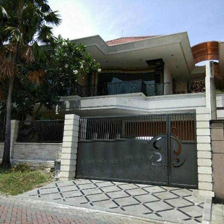 Rumah second terawat di Graha Family, Surabaya Barat