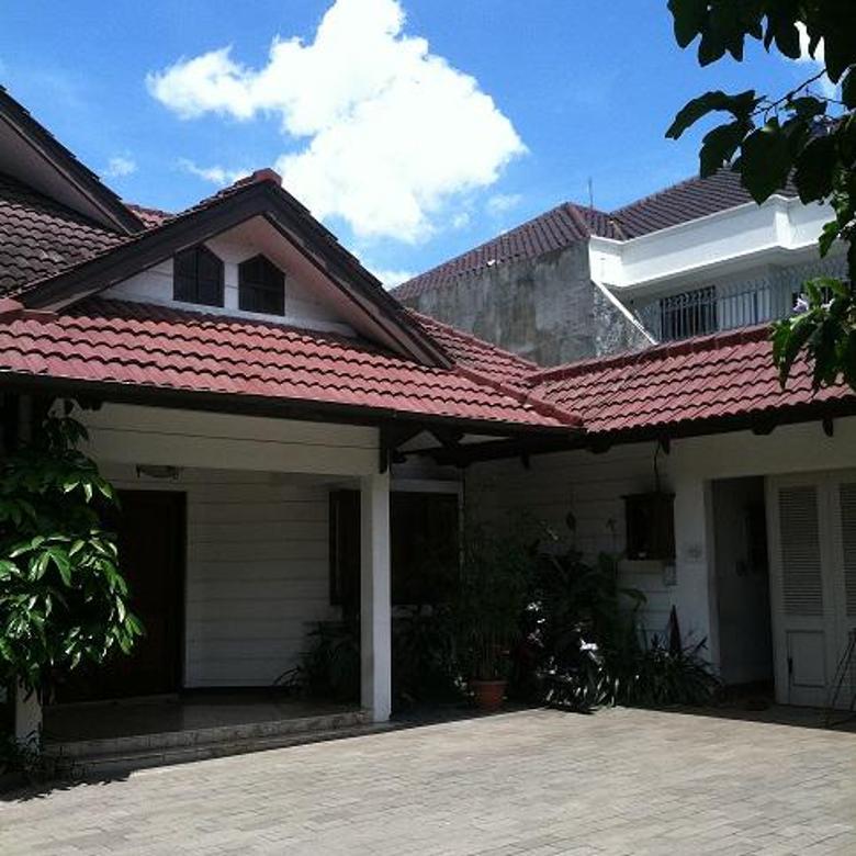 Rumah lama hitung tanah di pejaten barat jalan lebar lokasi tenang