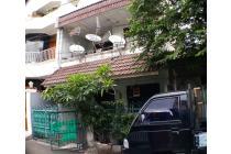 Rumah di Tomang, lokasi sangat strategis, bebas banjir, asri.