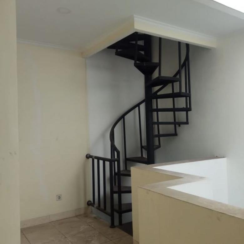 Rumah baru 3 lantai di Duri Kepa, Jakarta Barat