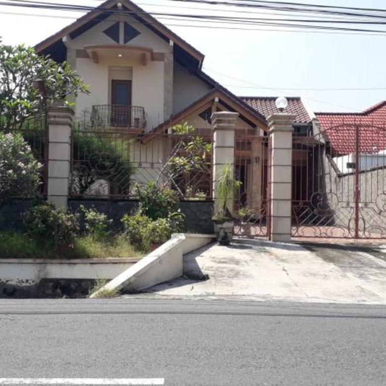 Rumah luas tepi jalan utama palagan cocok untuk kantor bank