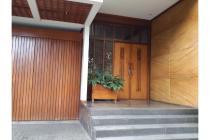 Rumah Elite dijual di jalan Dago Bandung, Lokasi strategis.
