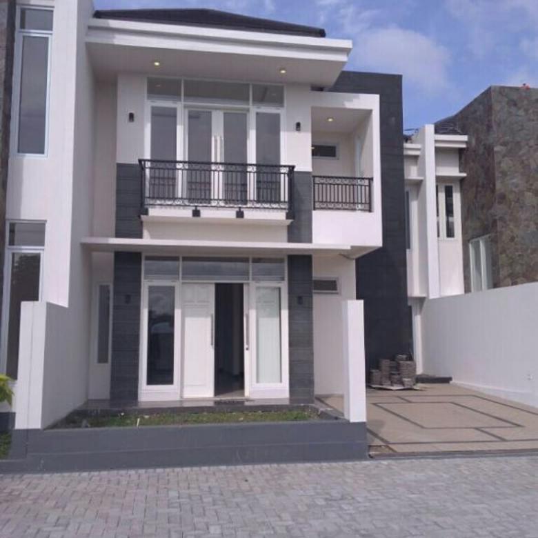 Rumah mewah Strategis Pinggir Jalan Raya Lembang Bandung