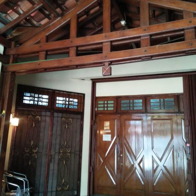 rumah dua lantai kokoh full kayu jati condet