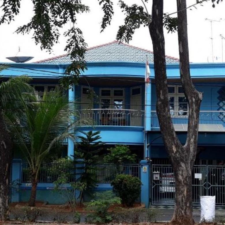 Dijual Rumah 2 lantai dan Unfurnished di Gading Kirana Lt. 300