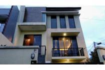 Rumah minimalis lux 3 lantai (basement) dalam Perumahan di Bintaro Jaksel