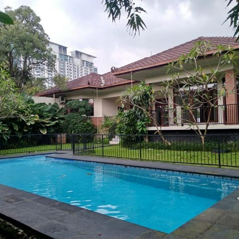 Rumah dengan tanah luas ada pool di Cipete