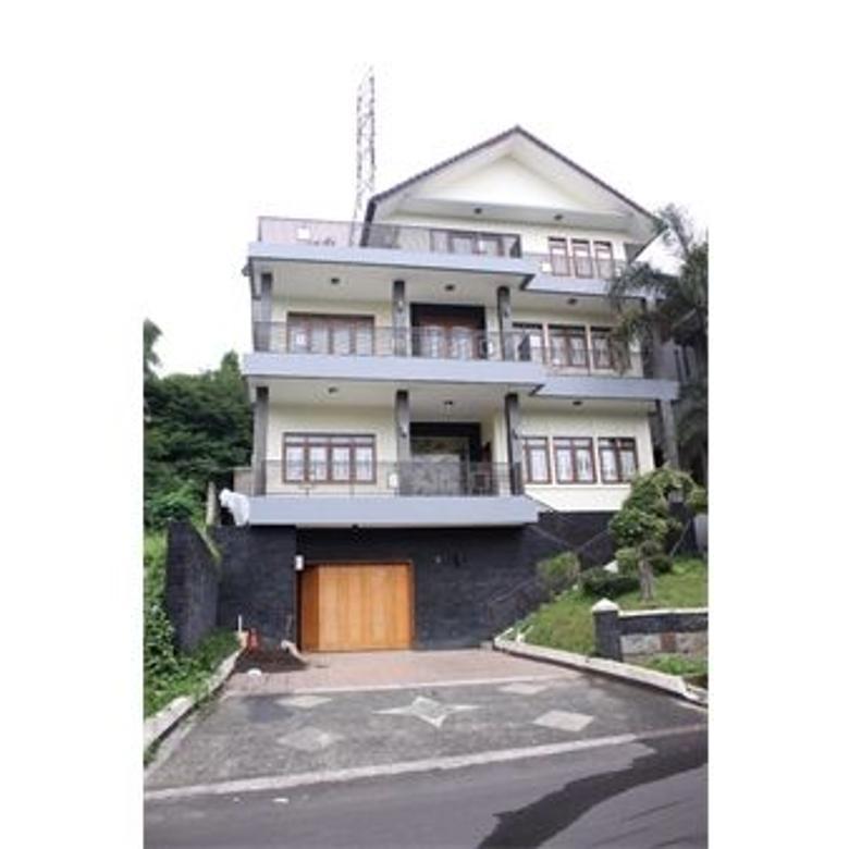 Rumah Villa di Dago Bandung
