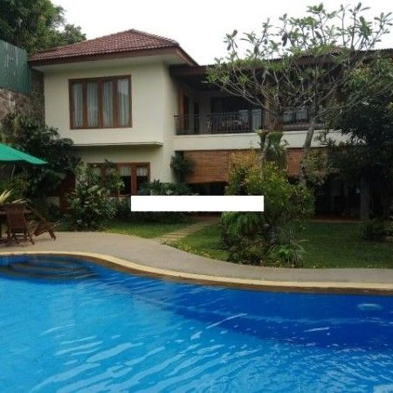 Rumah Cantik dan Homi Semi Furnished di Kemang, Jakarta Selatan AG1041