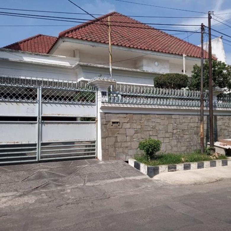 Rumah Mewah Tengah Kota Dharmahusada Indah Timur Terawat