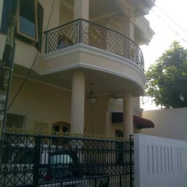 Dijual Rumah 2 Lantai Harga Nego Lokasi Strategis di Condet