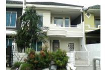 Rumah di taman modern jakarta timur