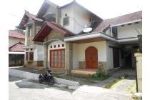 Rumah 2 Lantai di Perumahan Villa Cemara Jl Semer, Kerobokan