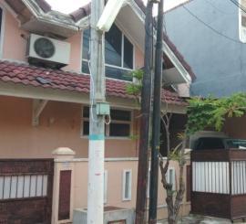 Rumah di taman harapan baru B3032