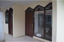 Rumah disewa di pasar jangkrik, Jatinegara harga murah,Lokasi samping jalan