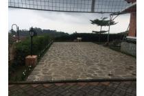 Harga Menarik ! Rumah villa lt/lb 832/200, taman luas dekat ke sariater