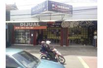 Toko Luas di Tepi Jalan Raya Solo Km 13 Kalasan